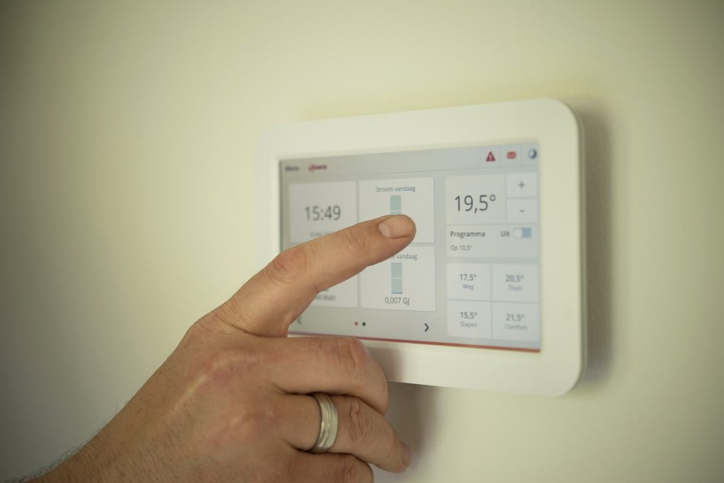 setting the thermostat